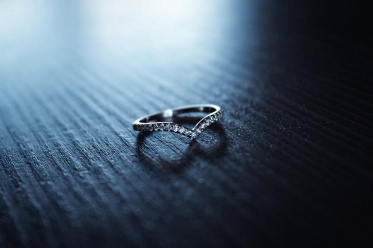 Platinum wishbone wedding ring