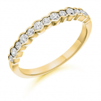 18ct Yellow Gold Multi Size Diamond Wedding Ring