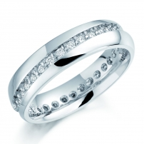 18ct White Gold Diagonally Set Claw Channel Set Wedding Ring